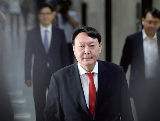 윤석열 검찰총장은 조국 전 장관 일가 수사를 흔들림 없이 진행했다.