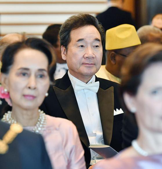 이낙연 국무총리가 지난 22일 오후 일본 도쿄(東京) 소재 고쿄(皇居)의 규덴(宮殿)에서 나루히토 일왕의 즉위를 일본 안팎에 알리는 행사인 '소쿠이레이세이덴노기'에 참석했다. [연합뉴스]