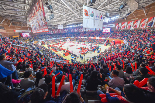 여자프로농구 부산 BNK 홈 개막전에 5000명이 넘는 관중이 몰렸다. [사진 WKBL]