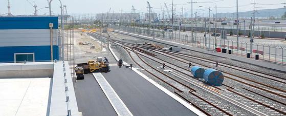 한국철도시설공단이 1696억원을 들여 건설한 영일만항선이 12월 개통한다. 지역경제 활성화가 기대된다. 사진은 영일만항역. [사진 한국철도시설공단]