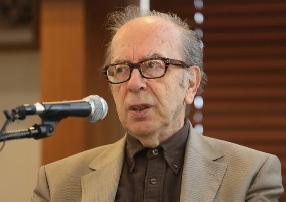 박경리문학상 받은 이스마일 카다레. 그는 한트케의 노벨문학상 수상에 대해 비판의 입장을 지지한다고 밝혔다. [사진 연합뉴스]