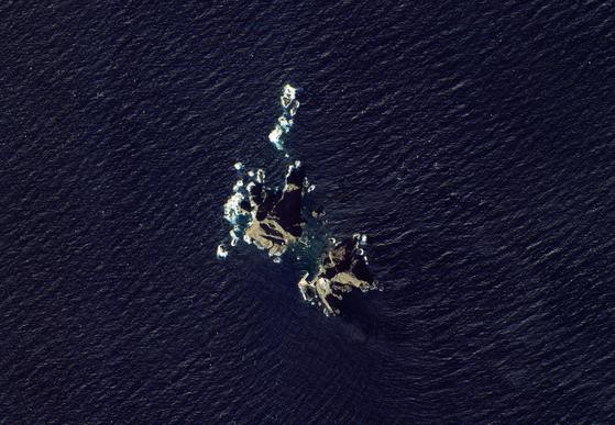 한국항공우주연구원이 '독도의 날'(10월 25일)을 맞아 아리랑위성 3A호가 촬영한 독도 위성사진을 24일 공개했다. 아리랑위성 3A호가 10월 8일 촬영한 가을 독도의 모습이다. [뉴시스]