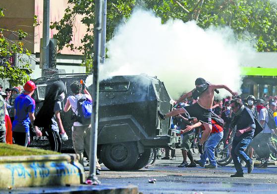 칠레 시위 격화 ... 정부 복지개혁안 내놔