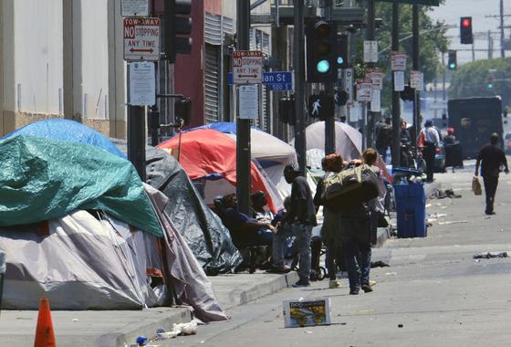 LA 다운타운에 있는 노숙자 텐트촌의 모습. [AP=연합뉴스]