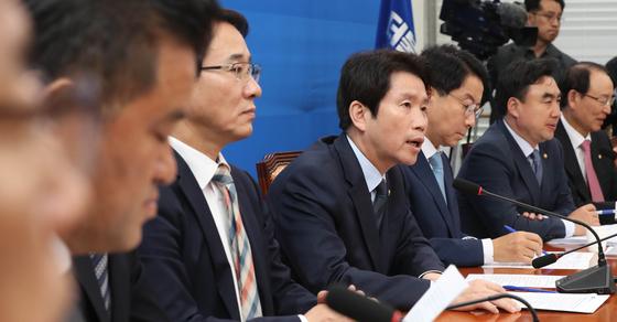 더불어민주당 이인영 원내대표가 24일 국회에서 열린 정책조정회의에서 발언하고 있다. [연합뉴스]