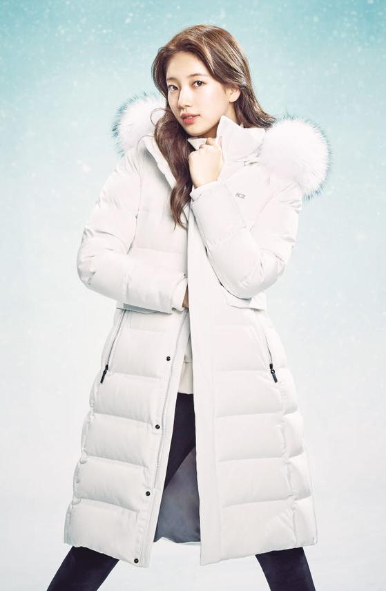 올해 선보이는 여성용 패딩 '앨리스 롱'은 K2의 스테디셀러 '앨리스'의 긴 기장 버전이다. 무릎까지 오는 기장으로, 보온성이 뛰어나 한겨울에도 따뜻한 착용감을 선사한다.[사진 K2]