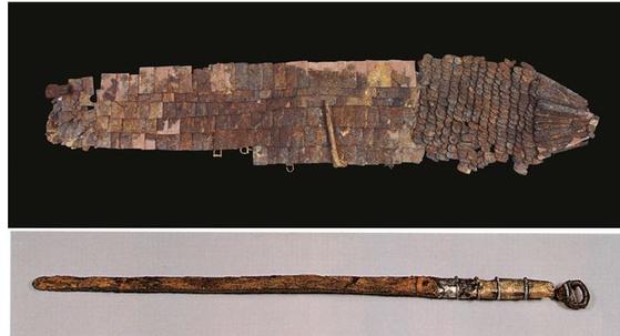 함안 마갑총 출토 말갑 옷 및 고리자루 큰 칼(김해박물관). [사진 문화재청]