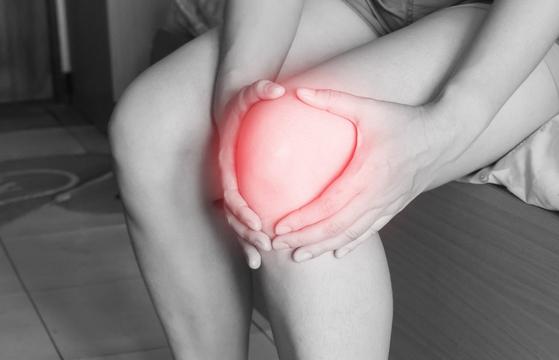 """""""무릎이 안 좋은데 댄스해도 괜찮을까요?"""" 같은 질문을 하지만 사실 생활체육 수준으로 하는 댄스스포츠는 그렇게 걱정하지 않아도 된다. [사진 pixabay]"""