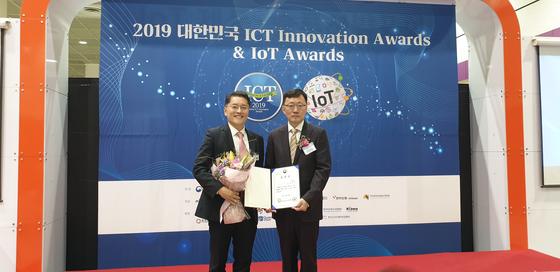 왼쪽 한성대 김승천 교수(IT융합공학부 사이버보안트랙)