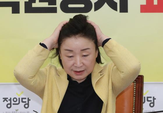 24일 서울 여의도 국회에서 열린 상무위원회에서 참석한 심상정 정의당 대표.[뉴스1]