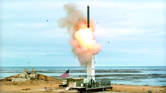 미국이 INF조약을 종료한지 2주쯤 뒤인 8월 18일 신형 중거리 지상 발사 순항미사일을 캘리포니아 산 니콜라스 섬에서 발사하고 있다. 이 미사일은 500㎞ 떨어진 표적에 명중했다. [UPI=연합뉴스]
