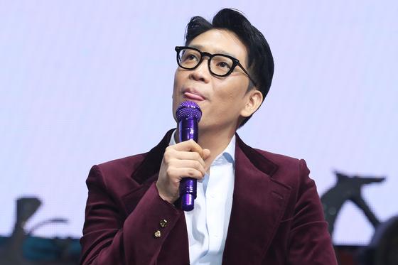 25일 서울 광장동 예스24라이브홀에서 열린 8집 발매 기념 음악감상회에 참석한 MC몽. [연합뉴스]