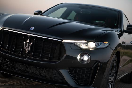 마세라티 르반떼는 브랜드 최초의 SUV다. 프리미엄, 럭셔리 브랜드는 물론 슈퍼카 브랜드도 SUV를 내놓고 있지만 르반떼만의 개성은 분명하다. [사진 FMK]