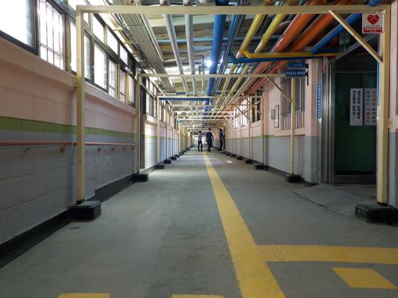 경기도 안양교도소 수용동. 안양교도소는 1963년 개소해 국내 교도소 중 가장 오래됐다. [법무부 제공]