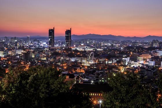 대동하늘공원에서 바라본 대전시 야경. 대전 시민들만 아는 야경 명소다. [사진 한국관광공사]