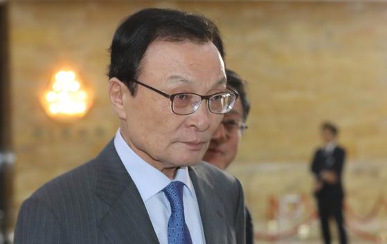더불어민주당 이해찬 대표가 22일 오전 국회에서 열린 의원총회에 참석하고 있다. [연합뉴스]