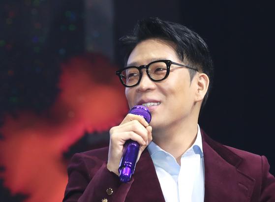 25일 8집 앨범 발매 기념 음악감상회에 참석한 MC몽. 병역 기피 논란 이후 8년 만에 취재진 앞에 섰다. [뉴스1]