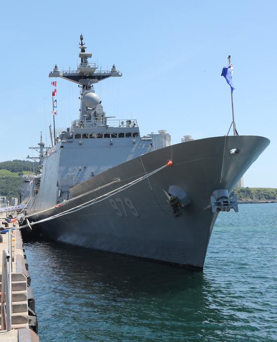 아프리카 아덴만 해적 퇴치 작전에 참가하는 청해부대 30진이 지난 8월 부산항을 출발했다. 이 부대는 미국의 요청에 따라 호르무즈 해협 호위연합에 참가할 가능성이 있다. 미국은 한국의 안보 참여를 넓히라고 압박하고 있다.  [중앙포토]