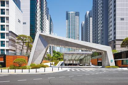 삼성 래미안은 다양한 연차별·연중 서비스 프로그램을 개발해 제공한다. [사진 삼성 래미안]