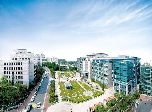 한양사이버대학교는 올해 기준 졸업생 2890명이 국내 유명 대학원에 진학했다.