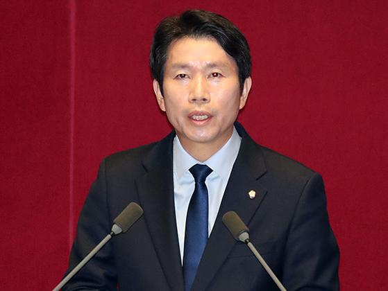 이인영 민주당 원내대표가 28일 국회 에서 교섭단체 대표연설을 하고 있다. 변선구 기자