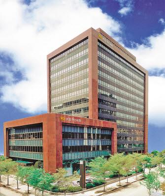 KB국민은행은 디지털 경쟁력을 위한 '디지털 트랜스포메이션'을 실천하고 있다.