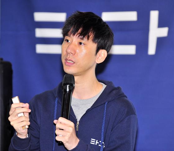 타다 서비스를 운영하는 VCNC 박재욱 대표가 서울 성수동 패스트파이브 간담회장에서 1주년성과에 대해 발표하고 있다. [사진 VCNC]