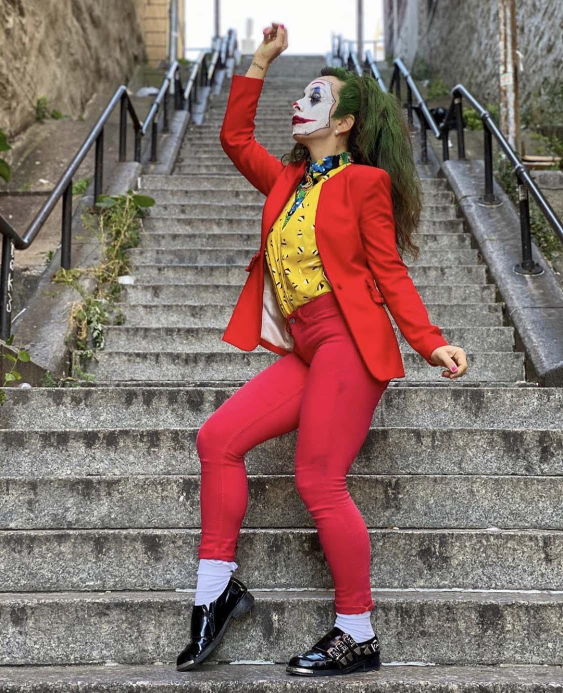 'Joker Stairs' 이라는 해쉬태그와 함께 SNS상에는 수많은 조커 패러디 이미지가 검색된다. [인스타그램]