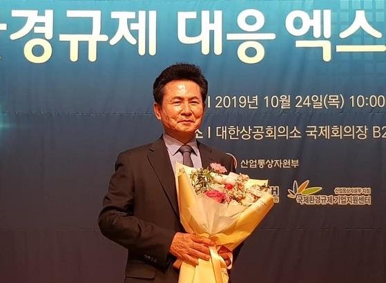 한신대 동문기업 한신플라텍(주)의 김현태 회장이 산업통상자원부장관 표창을 받았다.