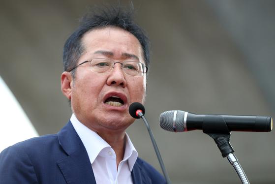 지난 8월 14일 고향 창녕을 찾은 찾은 홍준표 전 한국당 대표 [연합뉴스]