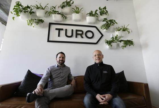 미국 샌프란시스코 튜로 사무실에서 포즈를 취한 안드레 하다드 CEO(오른쪽). [AP=연합뉴스]
