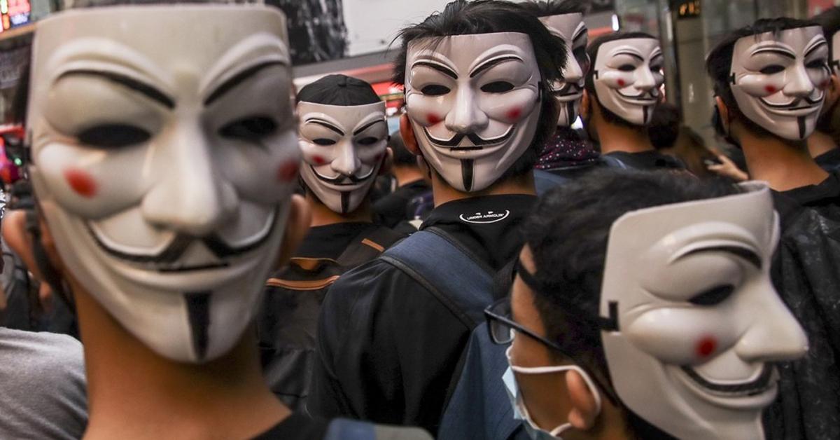 홍콩 정부의 '복면금지법' 시행에 반대하는 시위대가 6일 영화 '브이 포 벤데타'에서 저항의 상징이 된 '가이 포크스' 가면을 쓰고 있다. [EPA=연합뉴스]