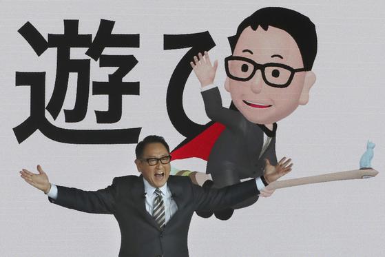 도요다 아키오(豊田章男) 도요타 사장이 지난 23일 '2019 도쿄 모터쇼'에서 미래 모빌리티 전략을 설명하고 있다. [AP=연합뉴스]