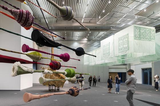 광주 아시아문화전당(ACC)에서 열리고 있는 '공작인' 전시장. [사진 광주아시아문화전당]
