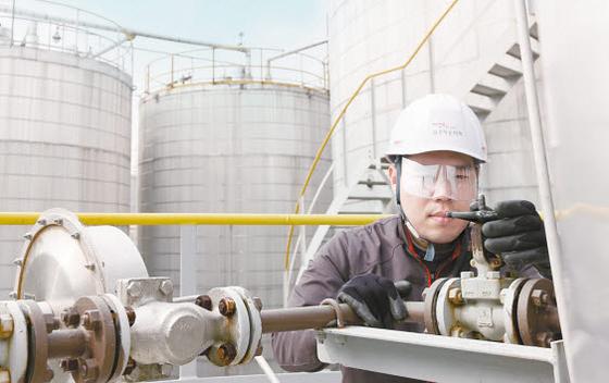 금호석유화학그룹은 현장 직원이 돌발 변수에 능동적으로 대처할 수 있도록 환경안전교육을 실시하고 있다. [사진 금호석유화학그룹]