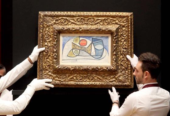 피카소의 정물화 작품이 29일 이탈리아 밀라노 경매장에 등장하고 있다.[EPA=연합뉴스]