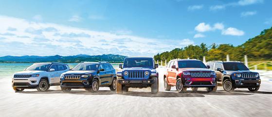 SUV가 인기를 끌면서 정통 SUV 브랜드 지프 성장률이 가파르게 상승하고 있다. 왼쪽부터 중형 SUV 체로키, 컴팩트 SUV 컴패스, 정통 오프로더 랭글러, 대형 SUV 그랜드 체로키, 소형 SUV 레니게이드. [사진 지프]