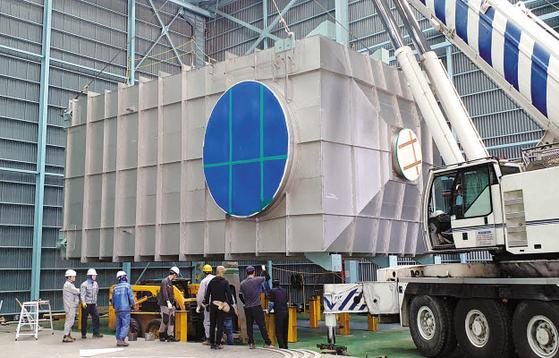 포스코는 선박에 대한 새로운 환경기준 시행에 앞서 올해 초 탈황설비용 고합금 스테인리스 강 재 'S31254'강 양산에 성공해 국내 탈황설비 설계 및 제작사에 공급하고 있다. [사진 포스코]