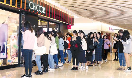 시코르(CHICOR)는 가치 중심 소비를 하는 젊은 고객을 위한 신세계의 '뷰티 스페셜티 스토어' 다. 현재 전국에서 29개 매장을 운영하고 있다. 사진은 시코르 코엑스점. [사진 신세계백화점]