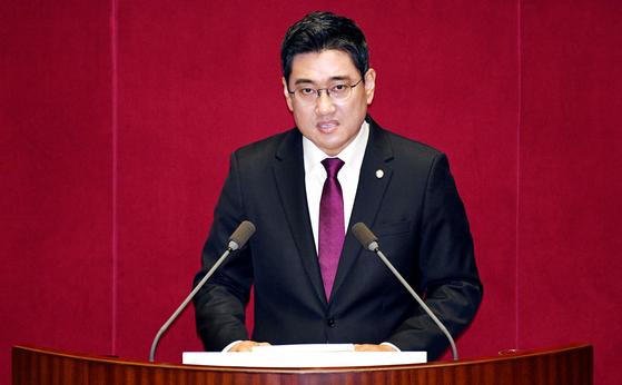 오신환 바른미래당 원내대표가 30일 국회에서 교섭단체 대표 연설을 하고 있다. 변선구 기자