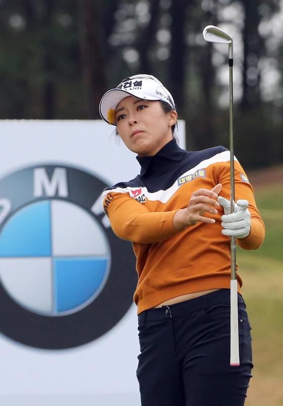 24일 부산 기장군에 있는 '부산 LPGA 인터내셔널'에서 열린 LPGA 투어 BMW 레이디스 챔피언십 1라운드에서 허미정이 티샷하고 있다. [연합뉴스]