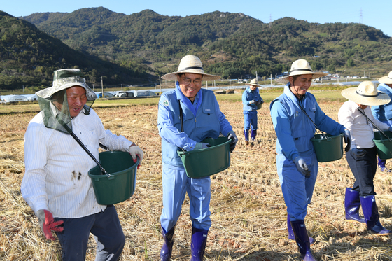 포스코, 철강 부산물 비료 봉사활동