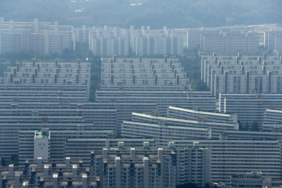민간택지 분양가상한제 첫 적용 지역이 6일 발표된다. 서울 강남의 아파트 단지의 전경. [뉴스1]