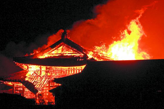 오키나와 상징 슈리성 건물 7채 전소