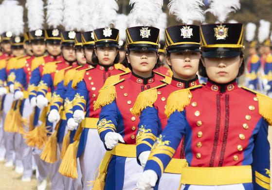 2019년 2월 25일 서울 노원구 육군사관학교에서 열린 육군사관학교 79기 입학 및 진학식 행사에서 신입생도들이 이동하고 있다. [연합]