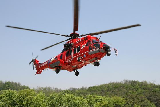 독도 인근에서 발생한 응급환자를 태우고 육지로 향하던 소방헬기가 해상에 추락했다. 사진 속 헬기가 사고헬기와 같은 기종인 EC225. [연합뉴스]