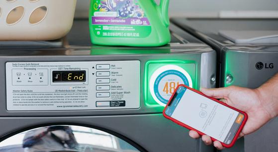 """lLG전자는 """"스마트폰 앱을 통해 세탁 서비스를 제공하는 스타트업인 워시라바에 지분투자를 했다""""고 1일 밝혔다. [사진 LG전자]"""