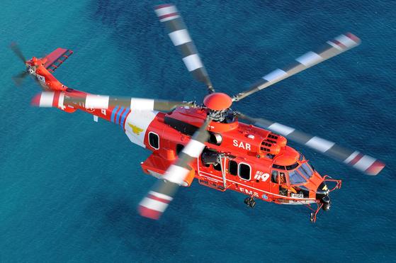 지난달 31일 오후 11시29분쯤 독도 남방 1㎞ 해상에서 영남119특수구조대 소속 헬기가 추락했다. 소방당국 등에 따르면 헬기에는 기장과 부기장, 소방대원 3명과 응급환자 1명, 보호자 1명 등 총 7명이 탑승하고 있었던 것으로 알려졌다. 사고 헬기(에어버스 홈페이지 캡처)는 중앙119구조본부 소속 EC-225, 통칭 '영남1호'로 2016년 도입된 기종이다. [뉴스1]