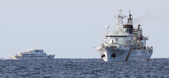 지난 2일 오전 독도 인근 해상에서 지난달 31일 추락한 소방헬기의 구조수색 작업이 진행되고 있다. [연합뉴스]