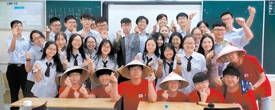 송도고 국제화반은 외국 대학 진학을 꿈꾸는 학생을 위해 개설됐다. 방학 때 미국과 중국, 일본, 베트남 등지를 탐방할 기회를 얻는다. [사진 송도고]